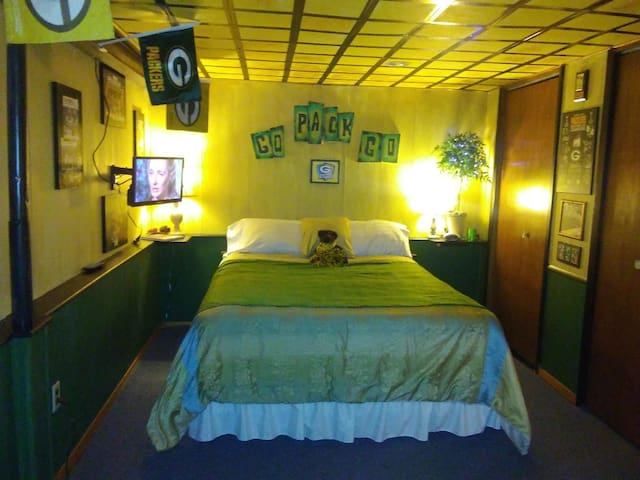 GREENNGOLD4EVER Private entrance & bathroom!!