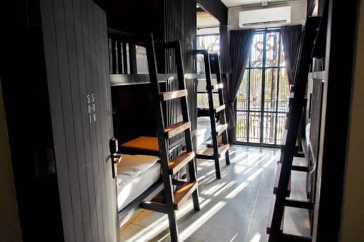 8 Beds Mixed Dormitory