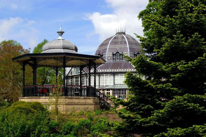 Pavilion Gardens, Broadwalk - 2 Bed Apartment - Buxton - Flat