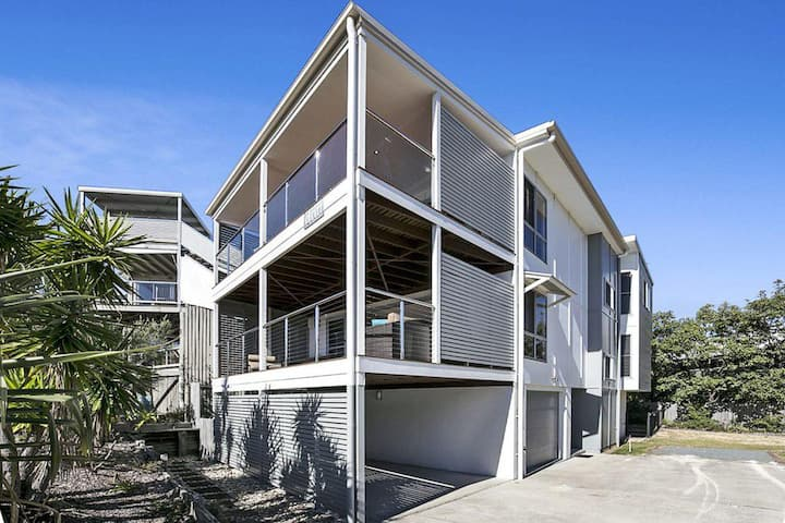 Drift Beach House | 4 bedrooms | 2 bathrooms | Awesome views