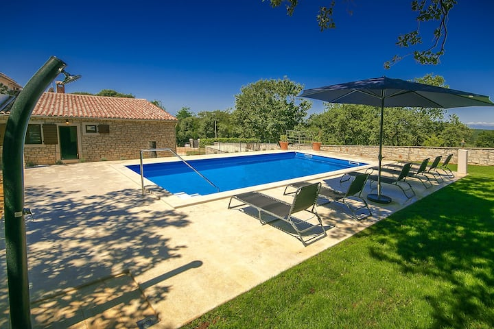 Charming Casa Ana Tripari with pool and garden