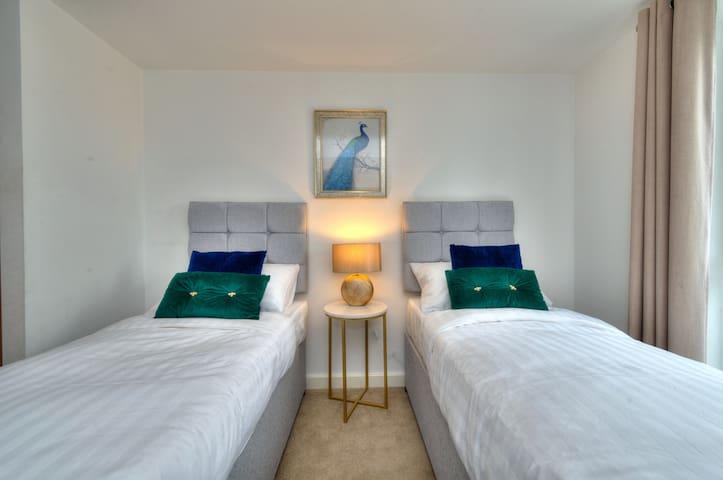 Bedroom 2 (twin beds option)