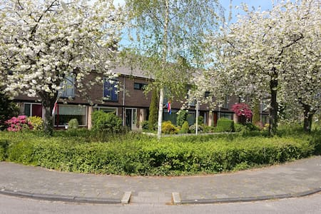 Spacious and cozy familyhome near Amsterdam - Aalsmeer - House