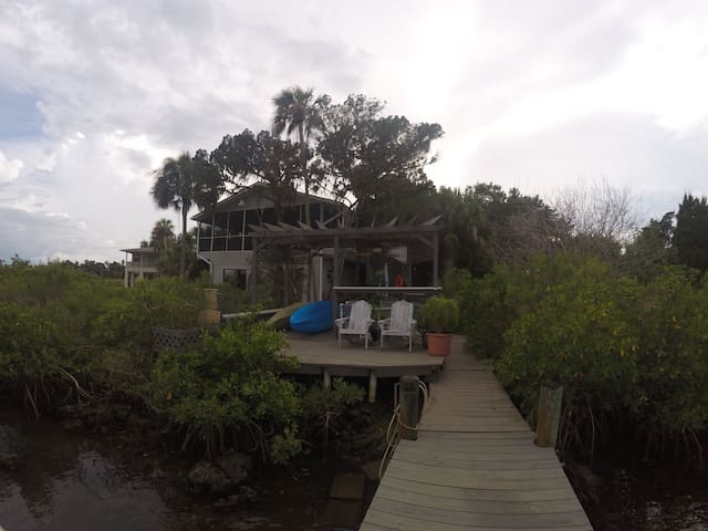 Escape to our cabin on the estuary! - Ozello - Casa