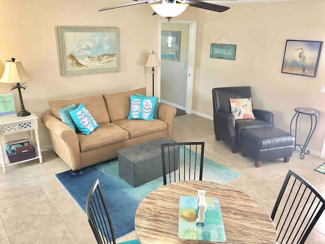 Sarasota guest house only 8 miles to Siesta Key