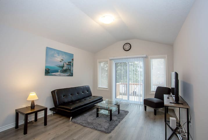 *Brand New 3 Bedroom Home* Minutes from Fanshawe