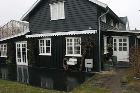 Villa Humlebæk B&B - Bed & Breakfast