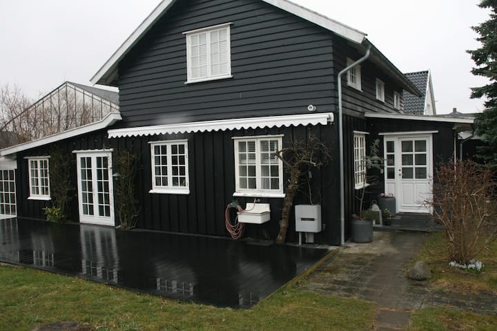 Villa Humlebæk B&B  tæt på havet