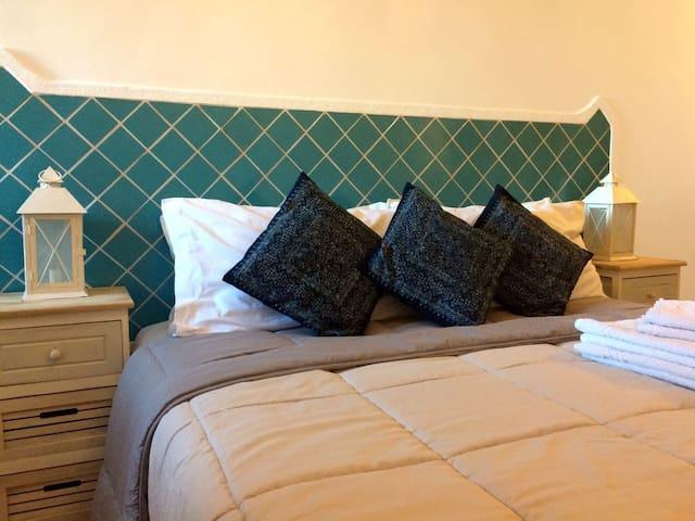 La camera blu può essere preparata con 2 letti singoli