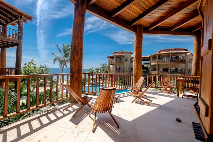 Enjoy comfort in this Beautiful Beachfront Home - fully equipped kitchen