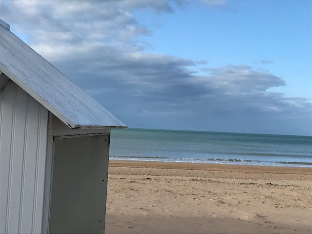 Petite maisonnette à la mer.