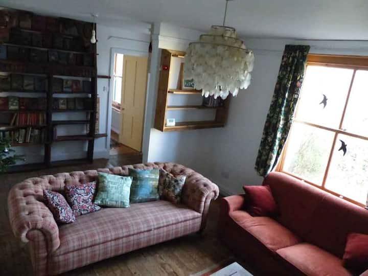 Ground floor flat on the edge of Dartmoor town.