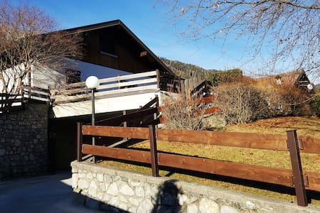 Bellissima casa a tre piani vicinissimo piste sci - Borno - 独立屋