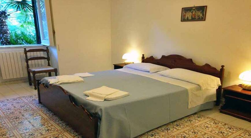 09 Giglio double bedroom