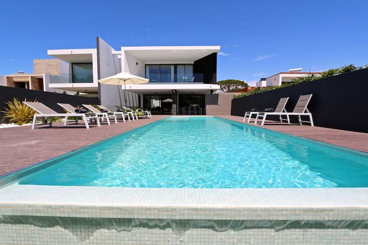 Villa Pinheiro, 5Bed 6 Bath, free wifi,near marina