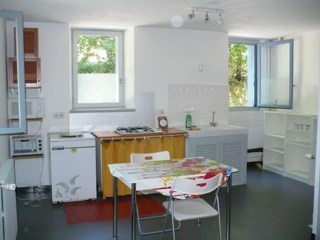 T2 confortable et bien situé - Neuvic - Apartamento