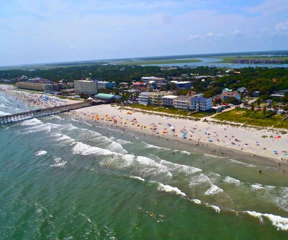 Surf View! Best Location on Folly. Oceanfront Apt