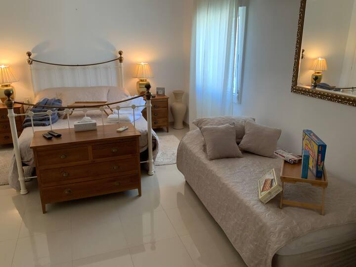 Bedroom Paris en-suite