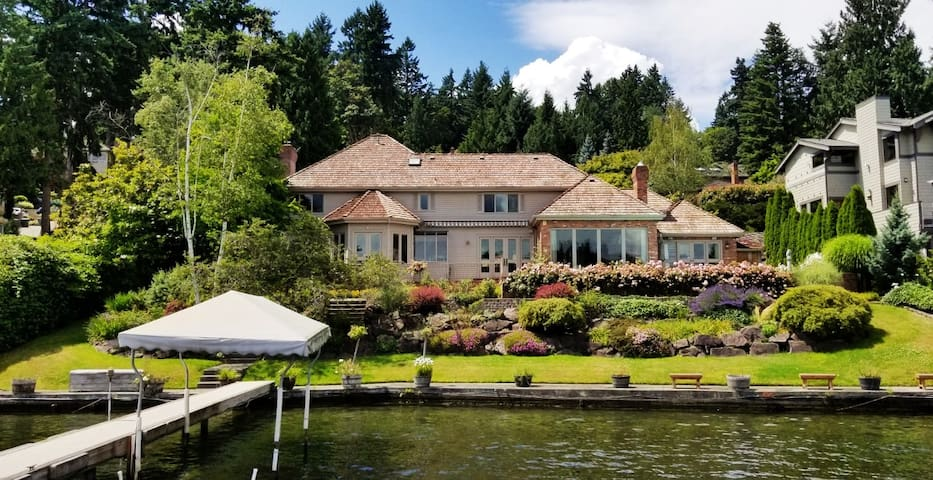 Discount: 8 Million-$ Waterfront Estate on Lake WA