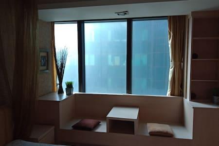 高雄85地標大樓-側景雙人套房