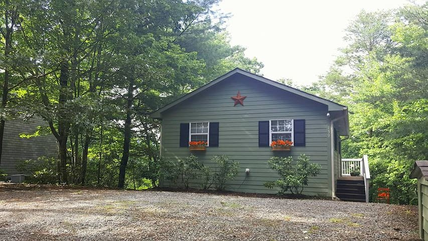 Pretty Cabin at Lake Lure-pets & 3rd night free