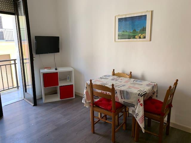 BIANCO-Grazioso appartamento a 100 metri dal mare