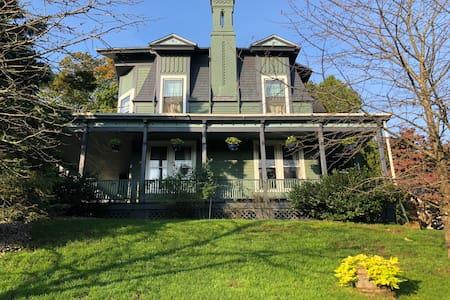 'Log cabin' in historic Greenhouse