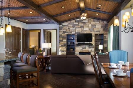 Glacier Canyon 4 Bedroom Presidential Condo - Lejlighedskompleks