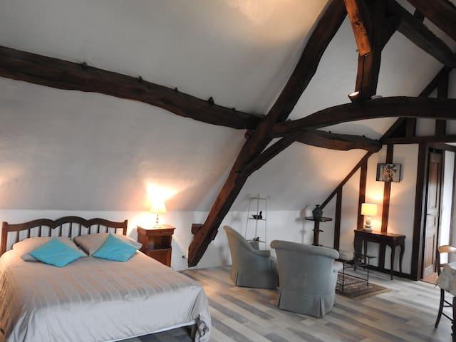 Le couchage et le coin salon