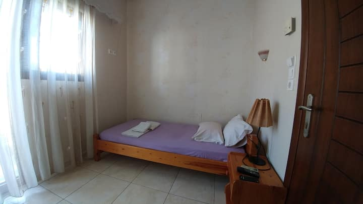 THEANO ROOM2