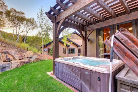 Private hot tub & fireplace near hiking trails, minutes from Kimball Junction