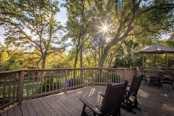 Reel Simple- Guadalupe Riverfront with hot tub, come and relax!