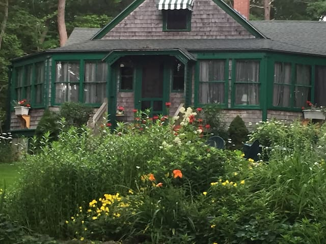 Tall Pines: Quintessential Summer Beach House - Scarborough - Rumah