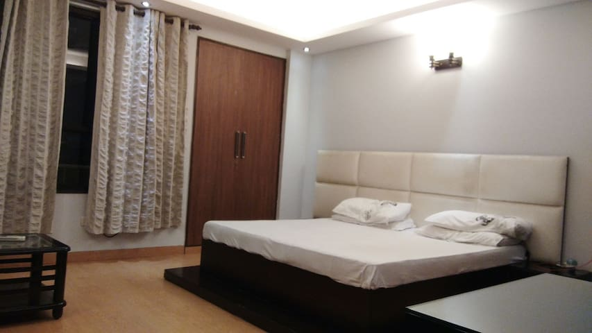 Your Affordable Luxury stay in Delhi heart