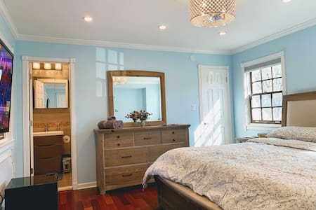 Newly Built Room w/ Private Entrance, King Bed-NYC