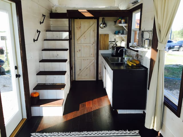 Gratitude Tiny House 20 mins from downtown Austin
