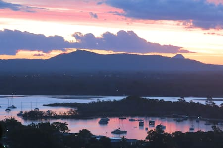 Modern apartment with amazing views. - Noosa Heads
