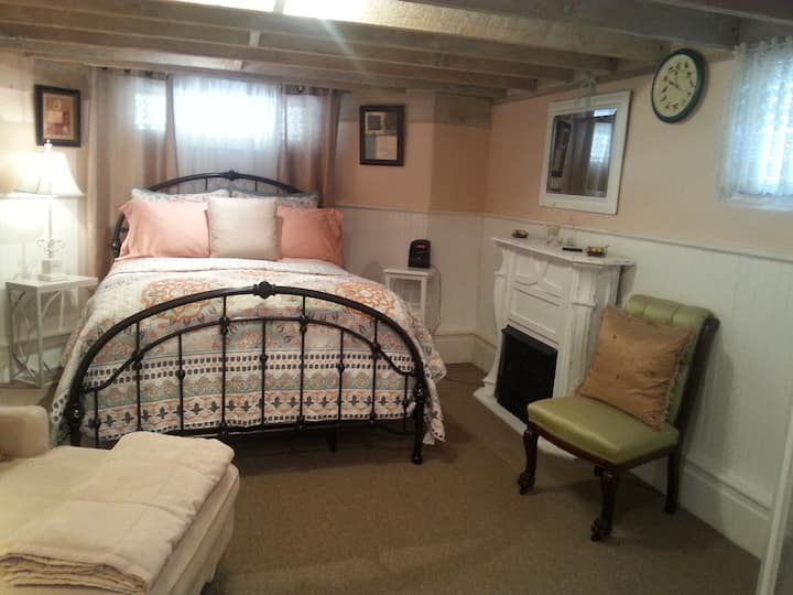 Cozy Nest Suite @The Serenity Tea House Inn