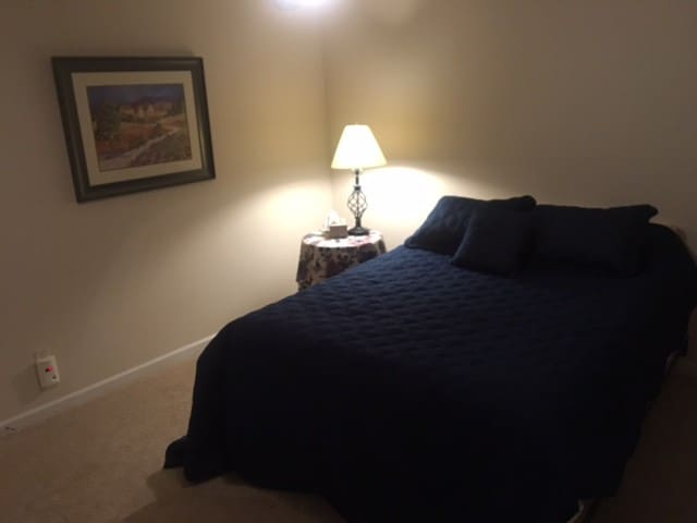 Private Room in Great Neighborhood - Huntersville - Hus