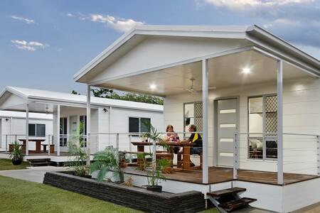 Villas at the Village - Bohle Plains - Villa