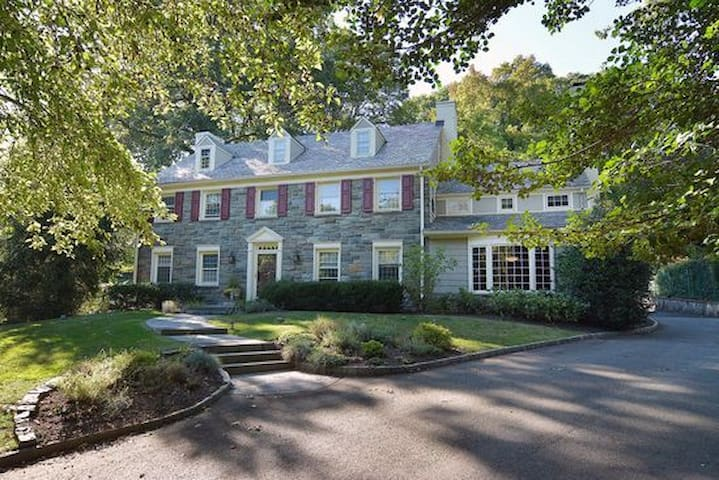 5 BR Spacious Estate Home/30 minutes from NYC