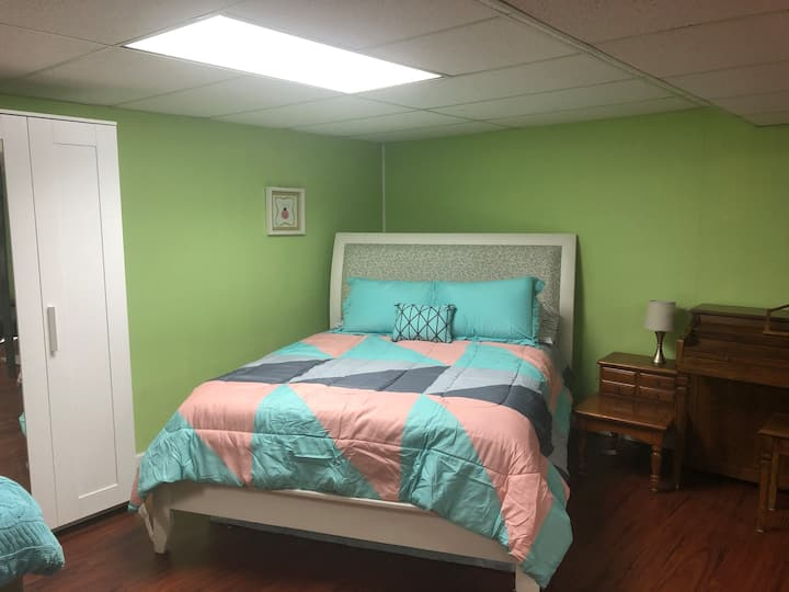 Cozy home mins from historic Waverly Hills