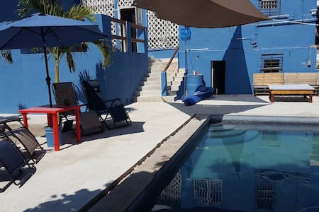 Deluxe One Bedroom Suite w/Kitchen Progreso Centro - Progreso - Huoneisto