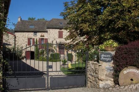 """LA MAISON ROUZIES """"La Campagnette"""" - La Bastide-l'Évêque - Гостевой дом"""