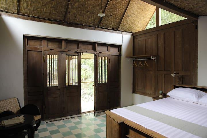 Rumah Senjakala Room Kala