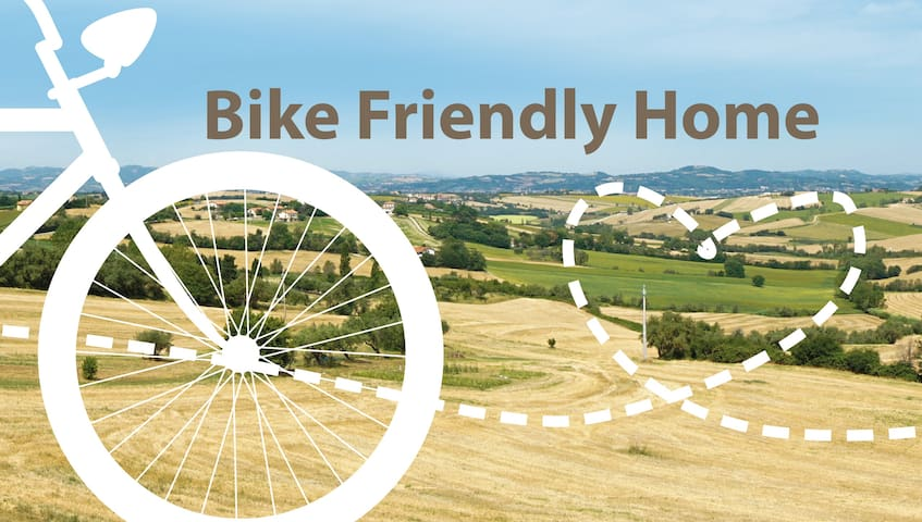 Bike Friendly Apartment + garage for bicycle - San Costanzo