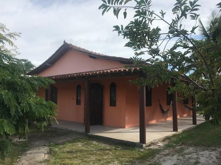 Casa de praia para até 8 pessoas - bem localizada