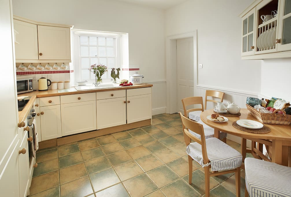 Ground floor:  Kitchen/dining room