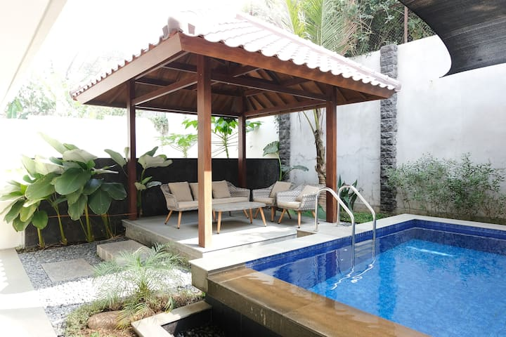 New Huge Setiabudhi Regency Villa with Pool 900m2