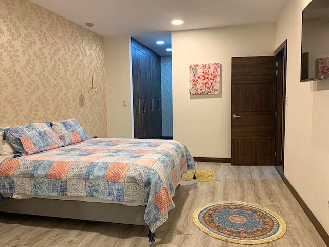 Apartamento familiar habitación cómoda tumbaco